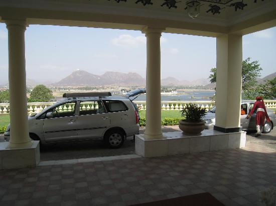 The Lalit Laxmi Vilas Palace Udaipur: vistas al lago