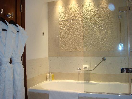 InterContinental London Park Lane: Main Bathroom - 2