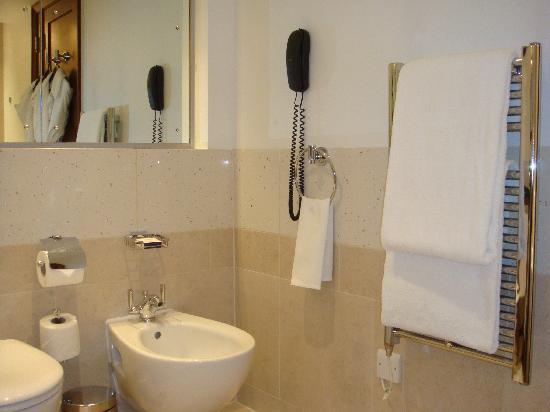 InterContinental London Park Lane: Main Bathroom - 3