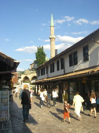 Sarajevo, Bosnia and Herzegovina: Straßenszene 1