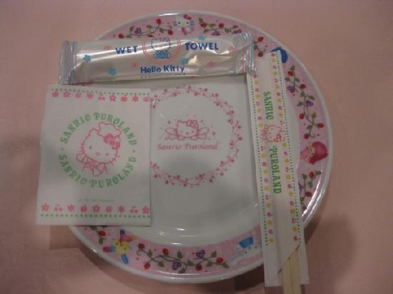 Tama, Japan: バイキングレストランのお皿等