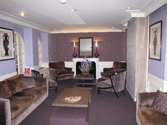 Hotel Le Royal: Lobby sitting area