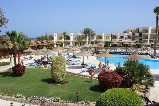 Autre vue de la piscine picture of labranda club makadi for Club de piscine