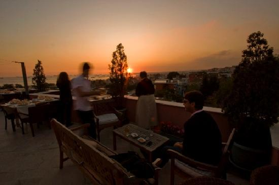 Erguvan Hotel : terrace restaurant