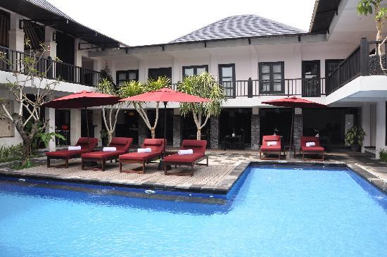 Grand La Villais Villa and Spa Seminyak: Restaurant and pool