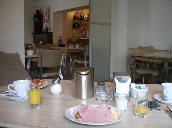 Hotel Berial : breakfast