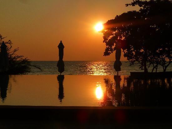 Paradee Resort & Spa Hotel: lever du soleil sur la piscine