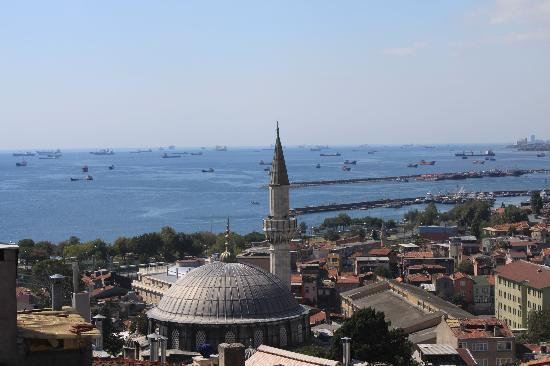 Ferman Sultan Hotel: Sea of Marmara from the roof of Blue Hills