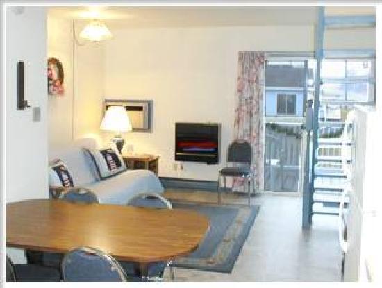 Dove Winds: 2 bedroom, 1.5 bath mini townhouse