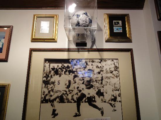 Champions Sports Bar & Restaurant: Pele