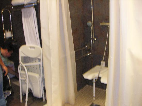 Barcelo Montserrat: baño habitacion para personas con discapacidad