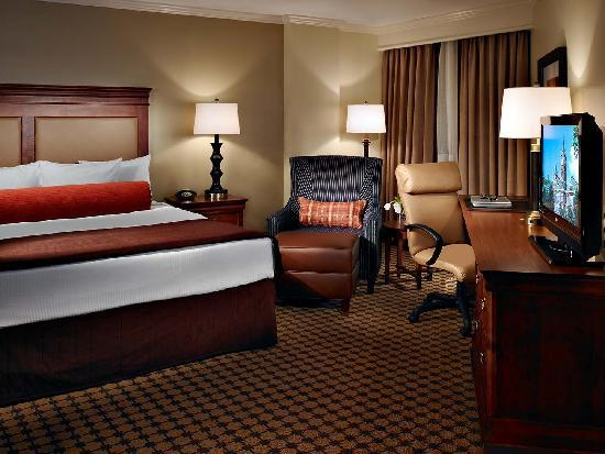 The Hotel at Auburn University: King Bedroom - Hotel at Auburn, Auburn, Alabama, United States
