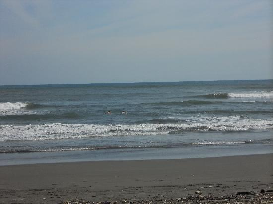 Esterillos Adventures : Boys paddling out alone