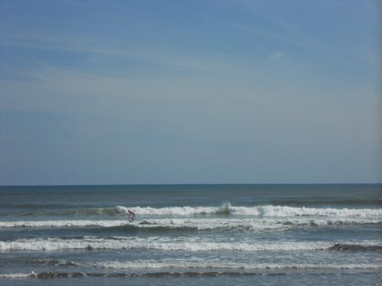 Esterillos Adventures : Surfing alone
