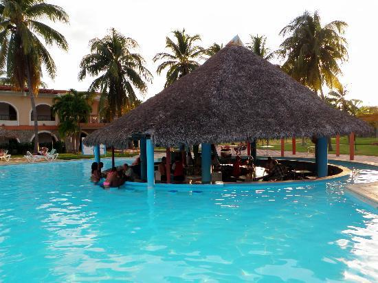 Club Amigo Carisol Los Corales Swim Up Bar