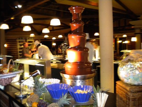 Club Med La Plantation d'Albion: fontaine de chocolat