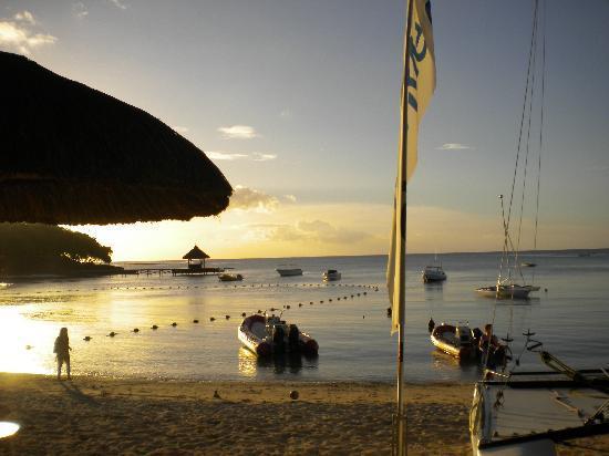 Club Med La Plantation d'Albion: plage le soir