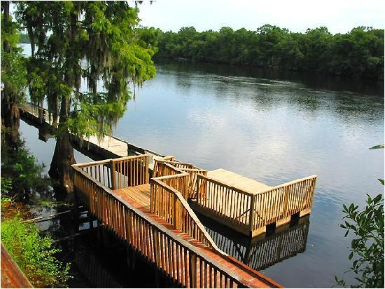Suwannee Gables Motel and Marina: On the Suwannee River