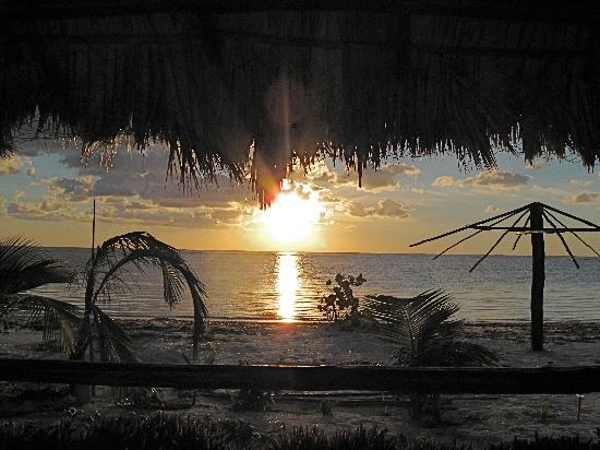 Hotel Maya Luna: Sunrise from our porch