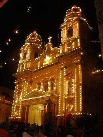 Park Hotel : church ready for Festa