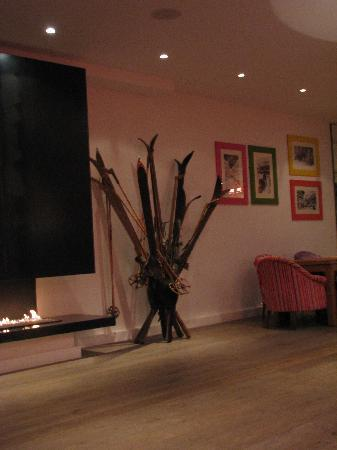 Hotel Ormelune : by the fireplace