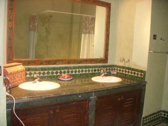 Riad Dar Chrifa: everyone got his own sink