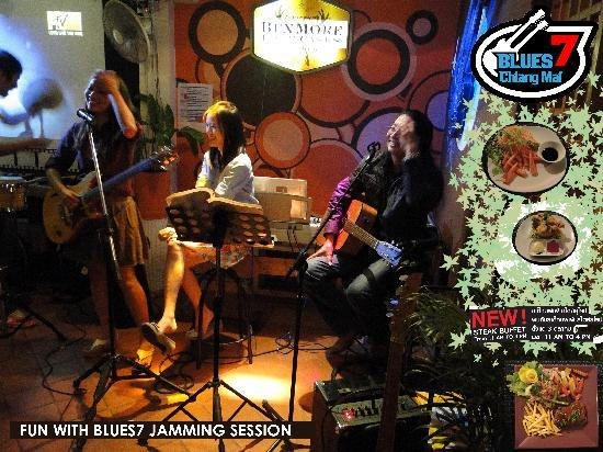 BLUES 7 Chiang Mai: Live acoustic music sessions