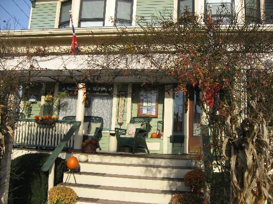 The Marmalade Cat Bed & Breakfast: charming entrance