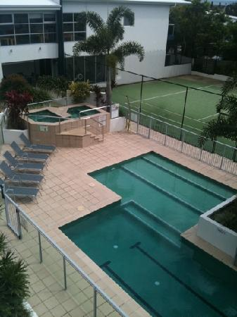 Coolum Seaside Resort: Spa and tennis court
