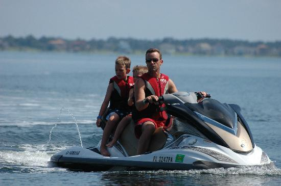 Portofino Island Resort: Skip and kids on the jet ski