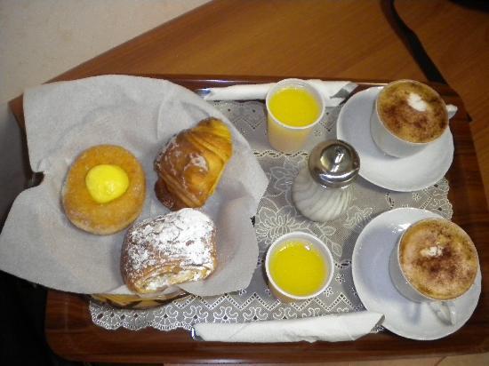 Hotel Maikol Rome: mmm... best breakfasts!