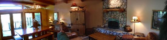 Wine Country Lodges: Panorama of Living Area