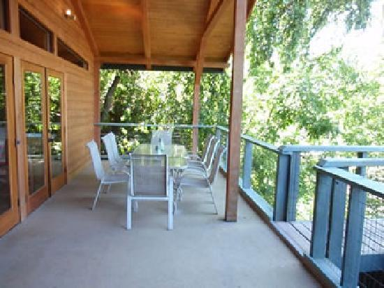 Wine Country Lodges: Covered River View Decks