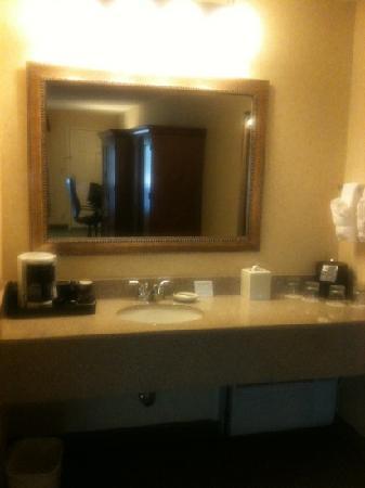 Red Lion Inn & Suites Bend: beverage station