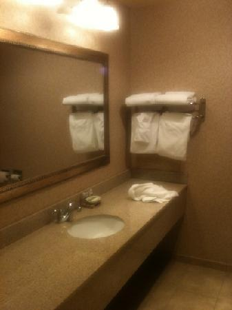 Red Lion Inn & Suites Bend: bathroom