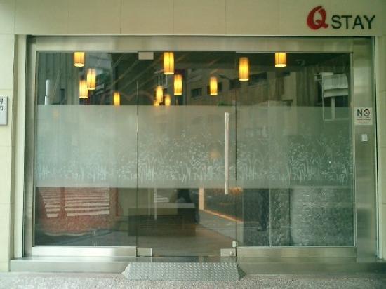 Qstay: Entrance