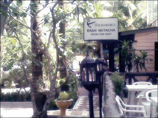 Baan Natacha Beachfront Guesthouse : บ้านาตาชา