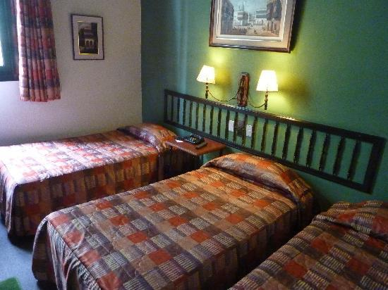 Hotel La Castellana: Three beds in our first room