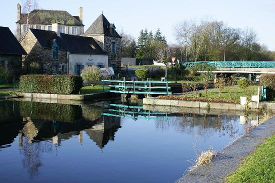Évran, France: The canal at Evran