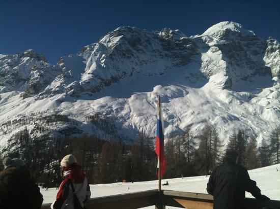 Zoldo Alto, Italy: vista dalla sala da pranzo dell'hotel La Caminatha