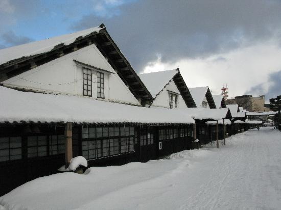 Sakata, Japon : 雪景色の中の山居倉庫