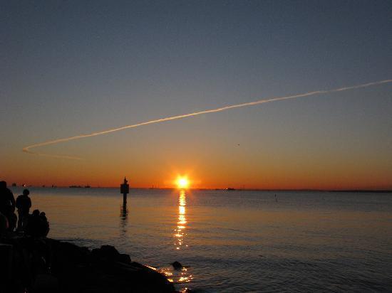 Jonanjima SeasidePark: 飛行機雲がきれいでした
