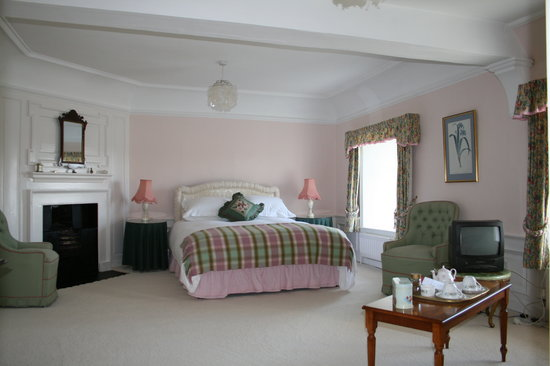 Newburgh House - Coxwold: Large king double en suite countryside view
