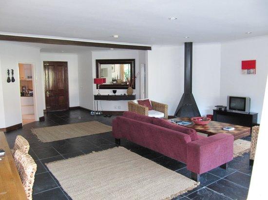 The Tarragon: Living area Angelica