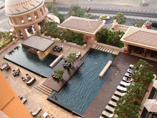 โรงแรมเคมพินสกิมอลล์ออฟดิเอมิเรต: Blick auf den Pool