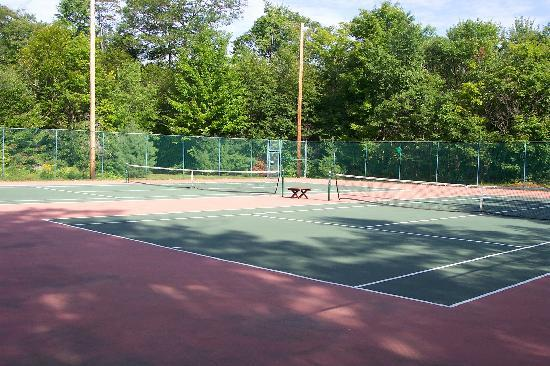 Sunny Point Resort, Cottages & Inn : Tennis Courts among the amenities on 84 acre Sunny Point Resort