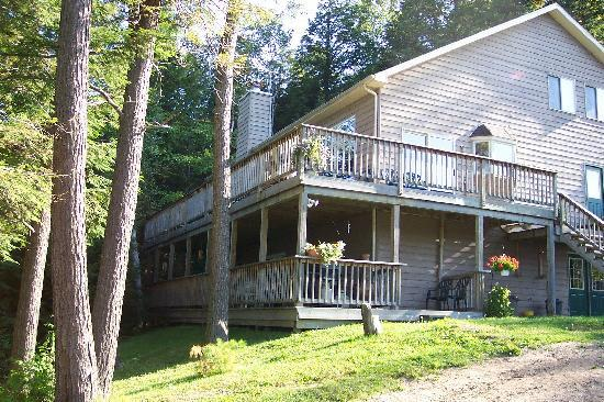 Sunny Point Resort, Cottages & Inn : Grand Muskokan 5 or 7 bdrm lakefront rental at Sunny Point Resort
