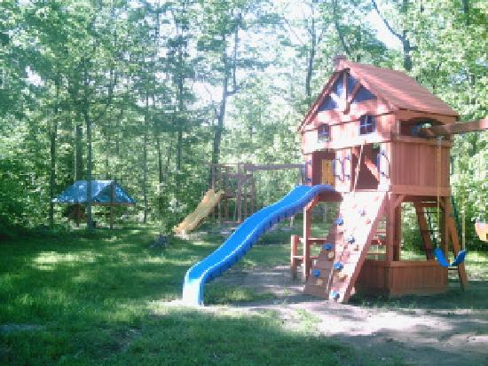 Sunny Point Resort, Cottages & Inn : playground at Sunny Point Resort