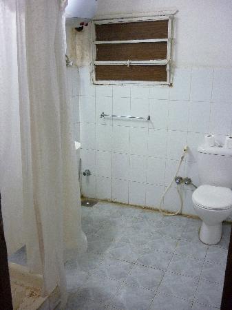 Isis Hotel: Bathroom