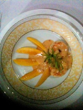 Padre Burgos Castle Resort: Delia's shrimp with mango
